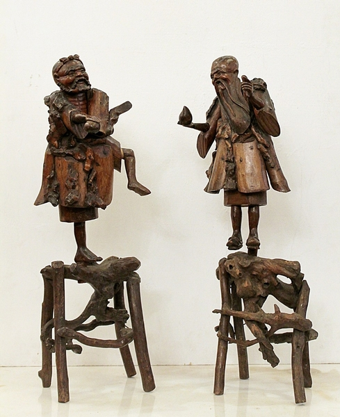 2 japanese sculptures