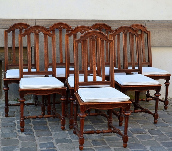8 chairs in oak, 19th c.