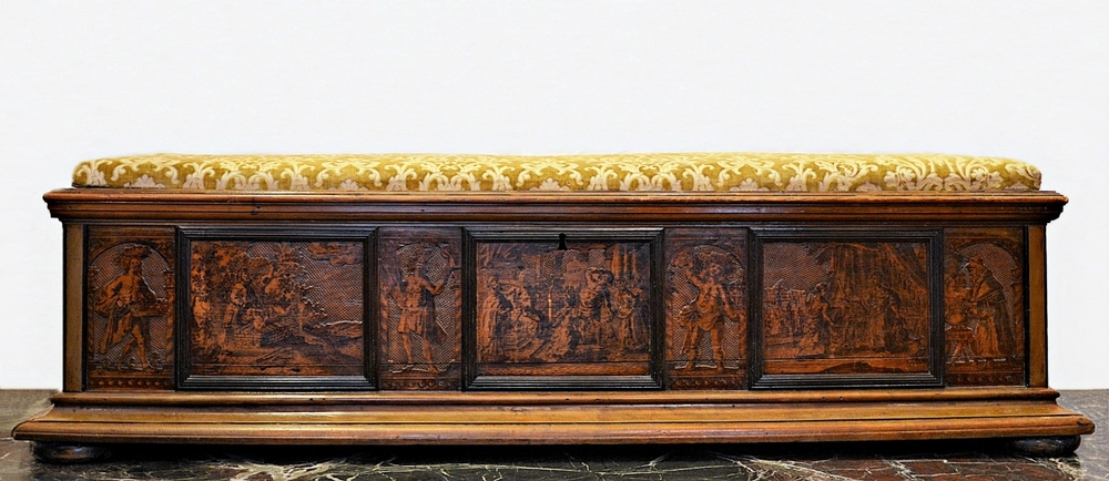 Bench / storage box in walnut, 19th c