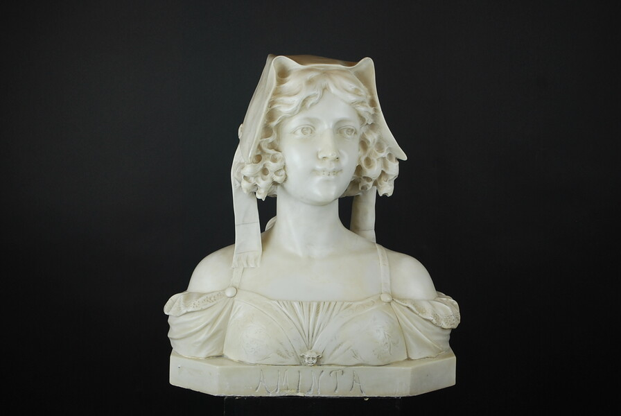 Bust of a young woman in finely carved marble, 19th