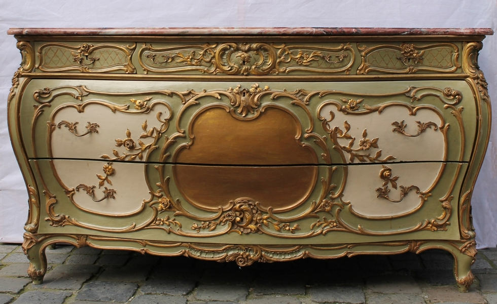 carved and giltwood Louis XV style chest of drawers and its marble