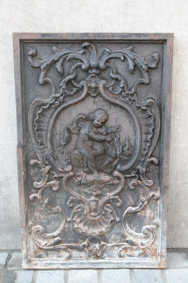 Cast-iron fireplace back plate