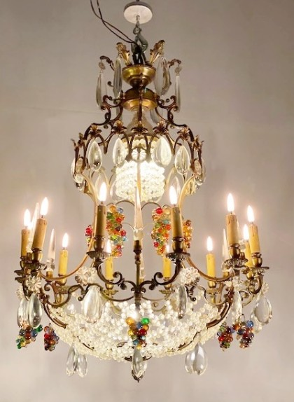 Chandelier with coloured grapes pendants