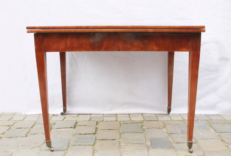 Directoire gaming table
