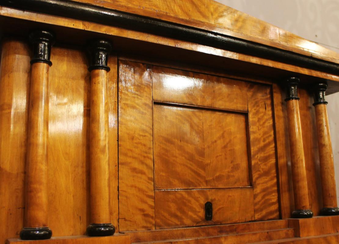 False pair of biedermeier cabinet in birch burl - Other ...