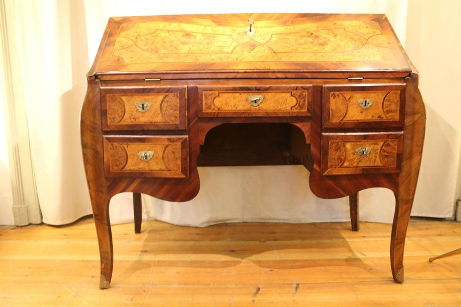 Louis XV Writing desk in marquetry - Liège, Belgium, 18th C.