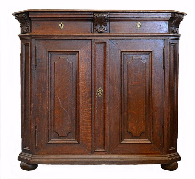 Oak cabinet from Liege, begin of 18th c