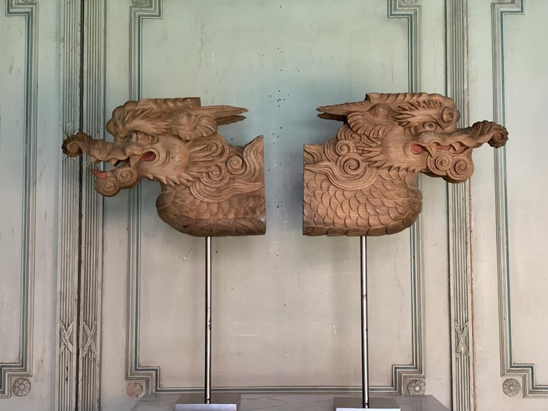 Pair of carved wooden dragons, Exposition Universelle Paris 1900