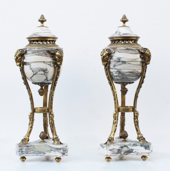 Pair of casseroles in marble and gilded bronze