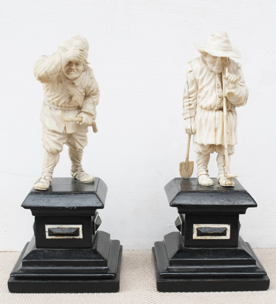 Pair of ivory sculptures Dieppe Late 18s