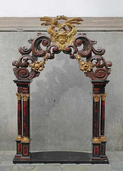 Portico with 4 tortoise shell columns, 18th c.
