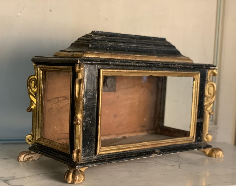 Reliquary showcase in blackened and giltwood