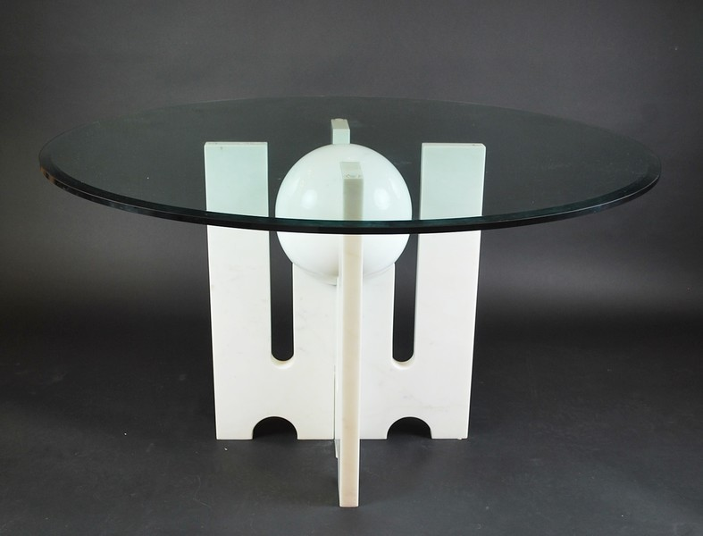 Round dining room table, circa 1970