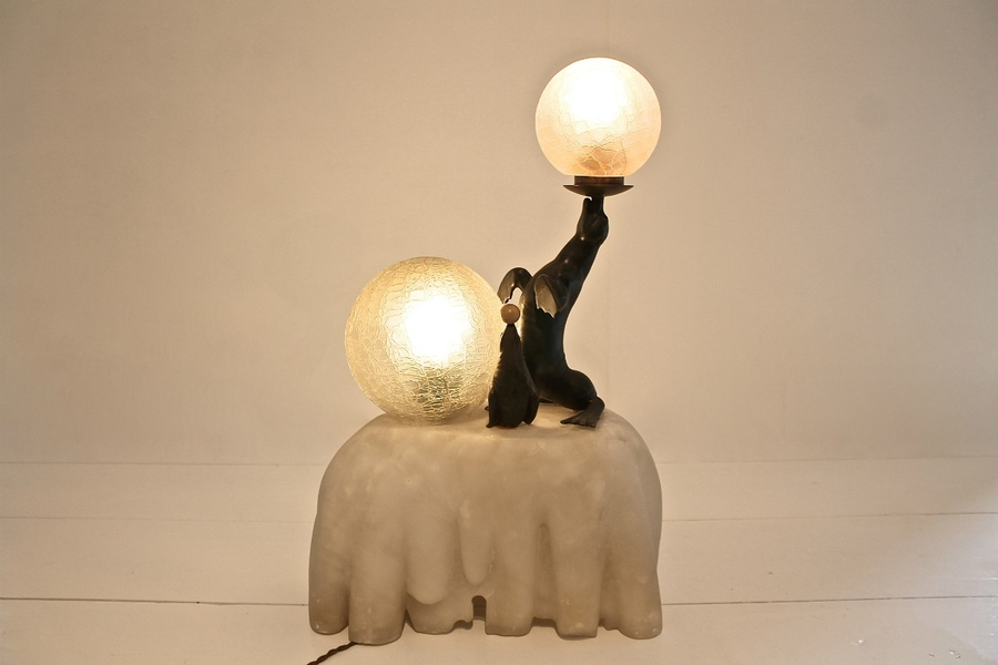 Seal themed Art deco lamp in alabaster and zamak - Circa 1930