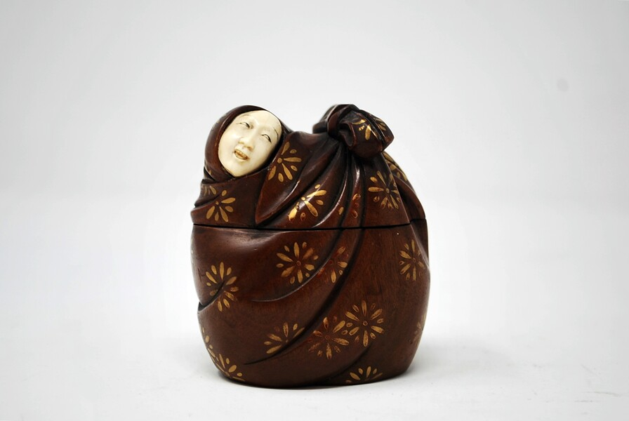 Small box representing a woman in a drape, ivory face