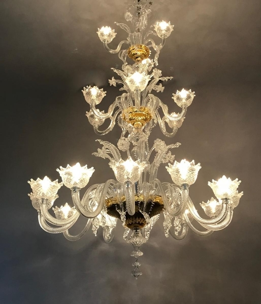 Venetian Murano chandelier, three levels, 20 arms of light