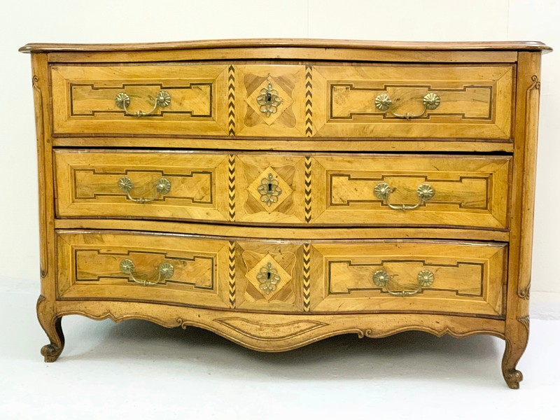 Walnut Commode, 18 Th.c France